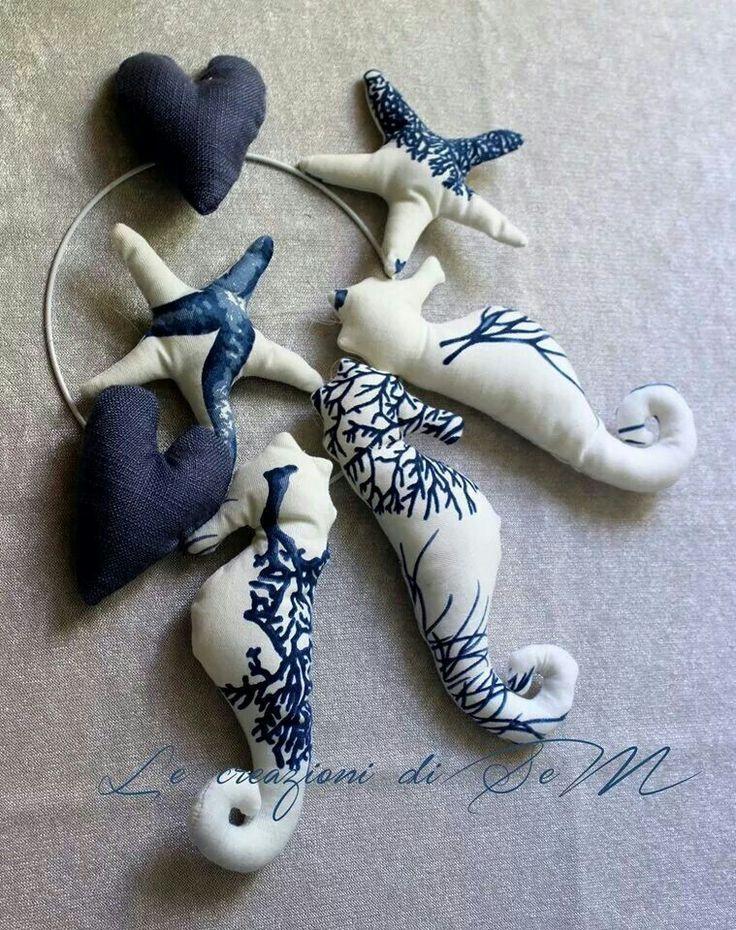 Cavallucci marini, stelle marine e cuori su anello da appendere. Per un ambiente marino