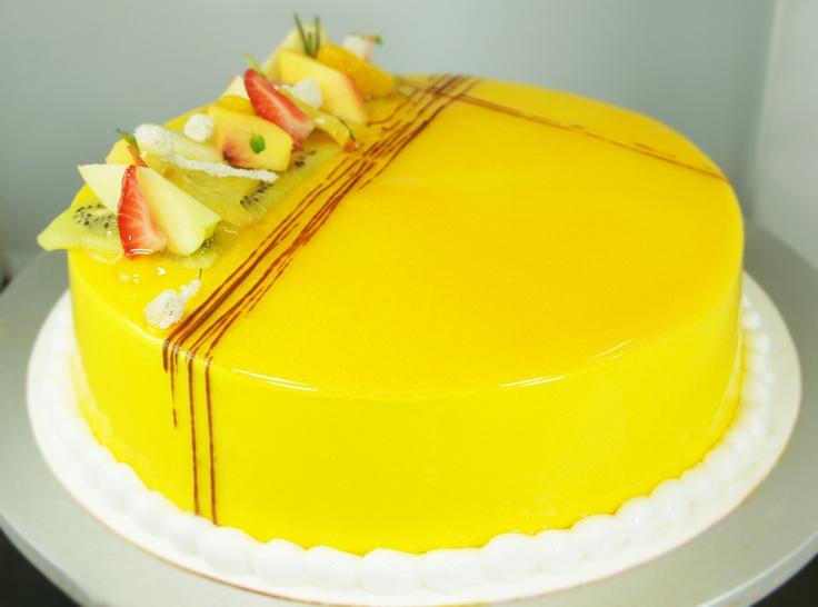 EXPLOTA AL 100% tu creatividad, te damos algunos tips DE USO PARA GLIT® espejo para pastel: 1. Seca perfectamente las frutas que utilices en la decoración  2. Para darle brillo a la fruta, utiliza brillo CRYSTAL® MIRROR  3. Deja que el exce...Ver más   #bakery #reposteria #cake #yellow #delicious #glitter #mirror -