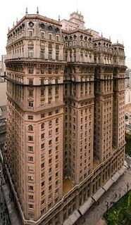 Prédio Martinelli, finalized in 1934, is considered the first skyscraper in the city, with 30 stories and 105 meters height.