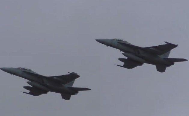 In de buurt van de kust van de Amerikaanse staat North Carolina zijn donderdag twee gevechtsvliegtuigen van de Marine van de Verenigde Staten in zee gestor...