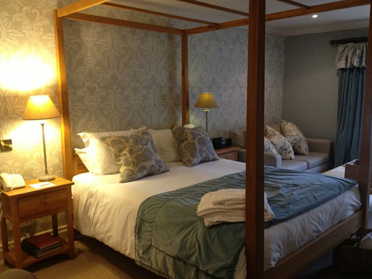 Lovely new room at the The Pheasant Harome, joint effort from Peter Silk & Jacquie Pern. Nina Campbell on the walls and curtains