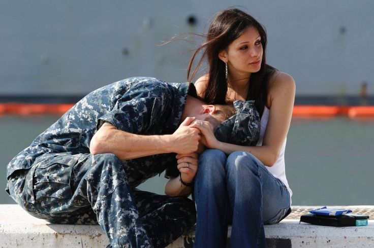 photo-of-the-day-A US Navy Gunners mate says goodbye to his wife as his ship prepares for departure.