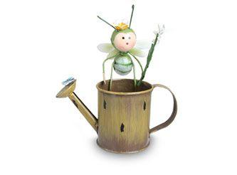 Figura Regadera con abeja.  - ROOTS #MiJardinPerfecto! #Primavera #Deco #Terraza # #Hogar #easychile #easytienda #easy #Concurso #Jardin #Zen