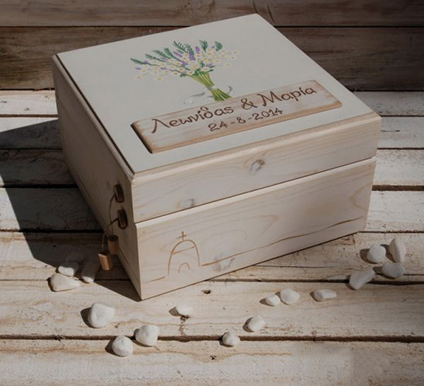 Ξυλινα κουτια ευχων για τη δεξιωση γαμου  See more on Love4Weddings  http://www.love4weddings.gr/ksilina-xeiropoihta-koutia-eyxon/