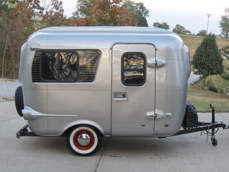 1000 images about small homes on wheels vardos for Tiny camping trailers