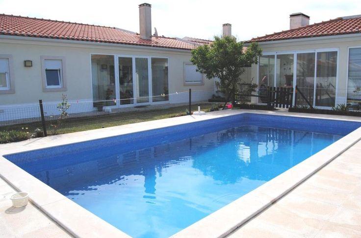 Moradia com piscina localizada entre as praias da Foz do Arelho, São Martinho do Porto e a cidade de Caldas da Rainha.