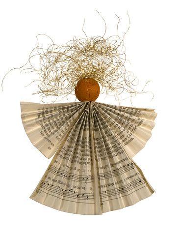 Billede af 'foldet papir engel' on Colourbox