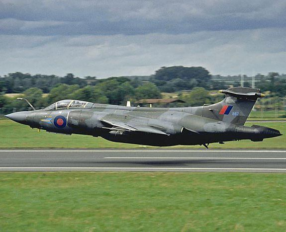 """121 Likes, 1 Comments - Military planes and choppers. (@instawarplanes) on Instagram: """"Blackburn Buccaneer of Royal Air Force performing a crazy low pass . ➖ ➖ ➖ ➖ ➖ ➖ ➖ ➖ ➖ ➖ ➖ ➖ ➖ ➖…"""""""