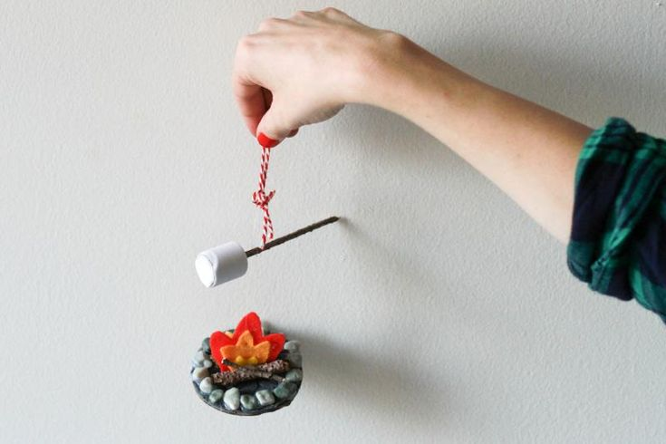 DIY campfire ornament! With step-by-step instructions. Fabulous! I have to do this!