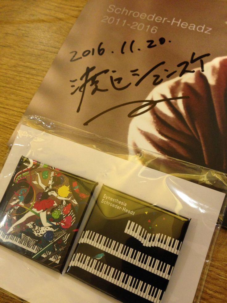 渡辺シュンスケさん! しゃべったー! 握手したーー! サイン貰った!  四角い缶バッジええな(^_^;)