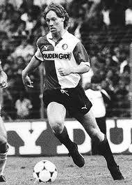 Mario Been. Ondanks zijn moeizame laatste jaar als trainer heb ik toch halverwege de jaren tachtig van hem genoten als creatieve en scorende middenvelder. Maakte 53 competitiedoelpunten in het Feyenoord-shirt, en vaak ook hele mooie.