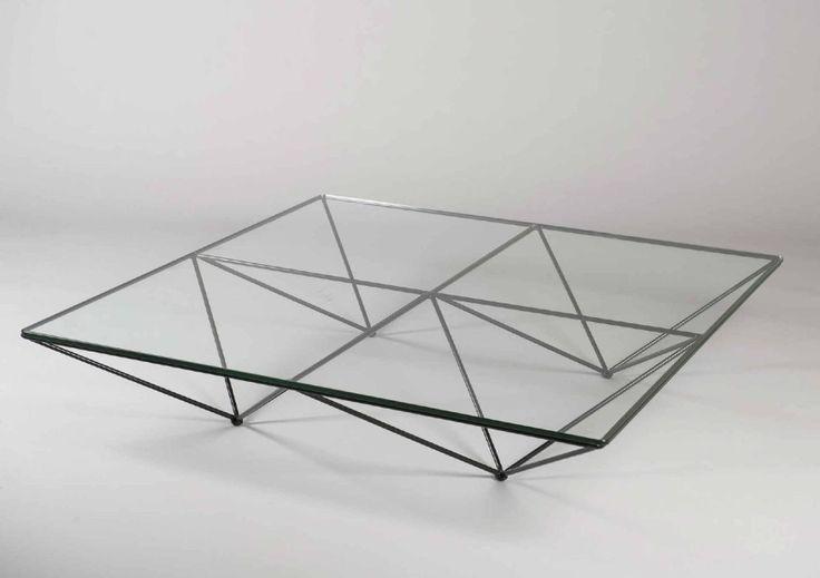 Paolo PIVA (Né en 1950) Table basse modèle Alanda à plateau carré en verre translucide à structure tubulaire en métal laqué noir formant quatre pyramides inversées. Editeur: B&B, circa 1982 H : 26 cm… - Guillaumot-Richard - 14/11/2015