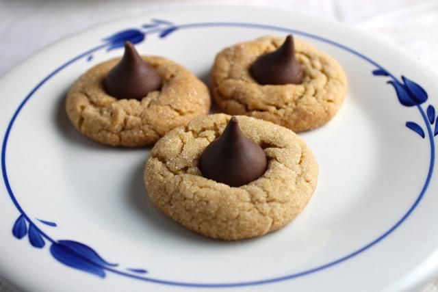 Delicious Peanut Blossom Cookies Are for Peanut Butter and Chocolate Lovers: Peanut Blossom Cookies