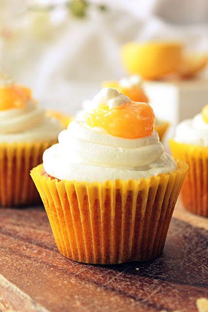 80 Cupcakes: No. 16 Cytrynowe Cupcakes z Kremem Jogurtowym.