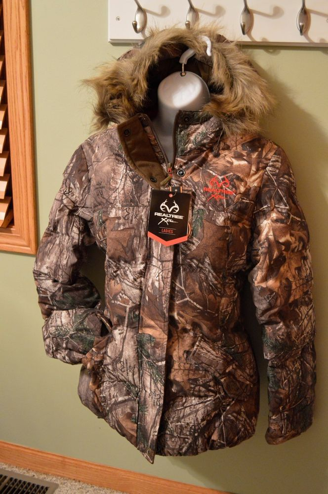 Women's Hunting & Shooting Clothing & Accessories Go out in the field or to the shooting range with quality clothing and accessories to get you ready to take aim. Shop hunting outerwear, layering clothes for hunting, lightweight hunting clothing, hunting headwear and accessories, women's shooting and tactical clothing and clothing care.
