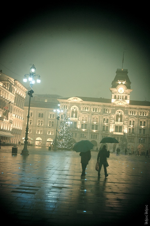 #Trieste #Italia Speriamo senza ombrelli.  Sereno 25 aprile.