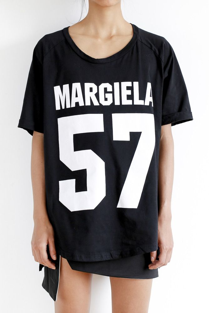 Margiela 57 Print T-Shirt in black.- Scoop neck t-shirt with subtle 'rolled' sleeves- Oversized Fit- One size Fits XS-L- Made in ChinaShipping Time: 10-15 business days