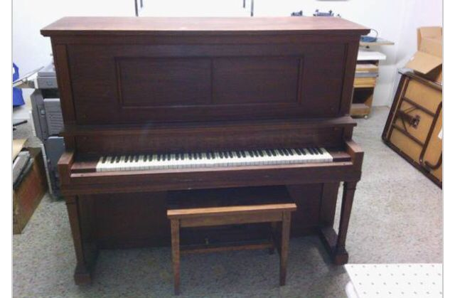 1920 Story & Clark piano before restoring