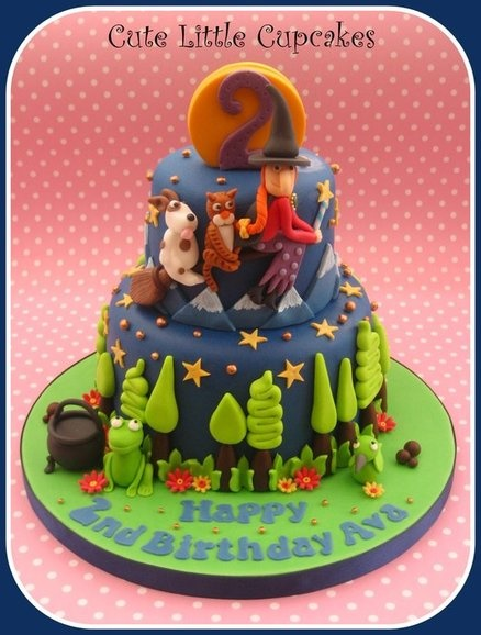 Room on the Broom  Cake by HeidiS