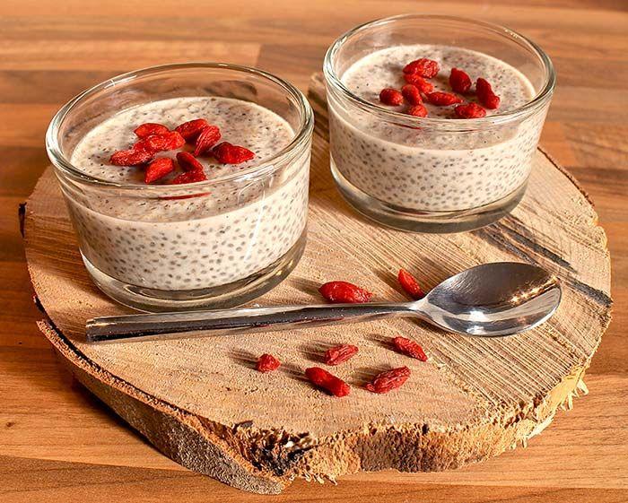 Leckerer Low Carb Kokos-Chia-Pudding mit Goji-Beeren. Eignet sich perfekt als Low Carb Frühstück. Einfach am Abend zubereiten und am nächsten Morgen genießen ...
