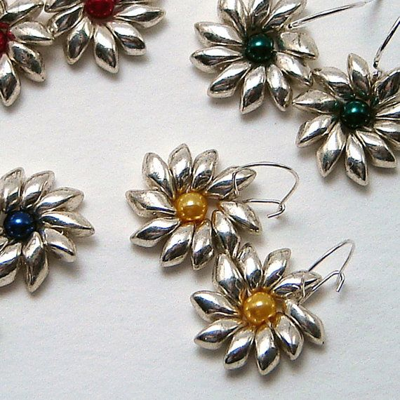 Margherita forma orecchini d'argento Magatama di TipTopTrinkets