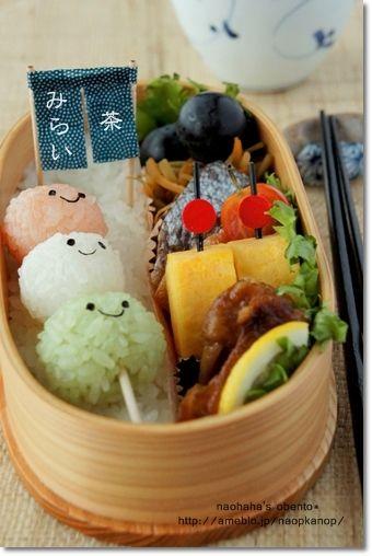 お花見のときは、こんな可愛いお弁当がいいかも!(てとら) Onigiri Dango Skewer Kyaraben Bento by Naohaha