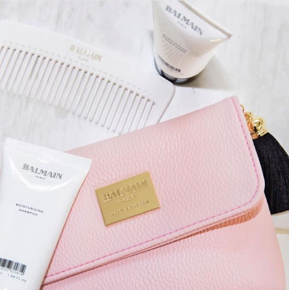 The Balmain Hair Couture Cosmetic Case F/W16 is the perfect accompaniment to you overnight or handbag. This little pink cosmetic case with gold and black tassel will add a touch of glamour to you day. Included are a white comb, Moisturising Shampoo & Moisturising Conditioner Shop Online: http://www.glamit.co.za/balmain-hair/limited-edition-gifts/cosmetic-bag-f-w-2016-detail