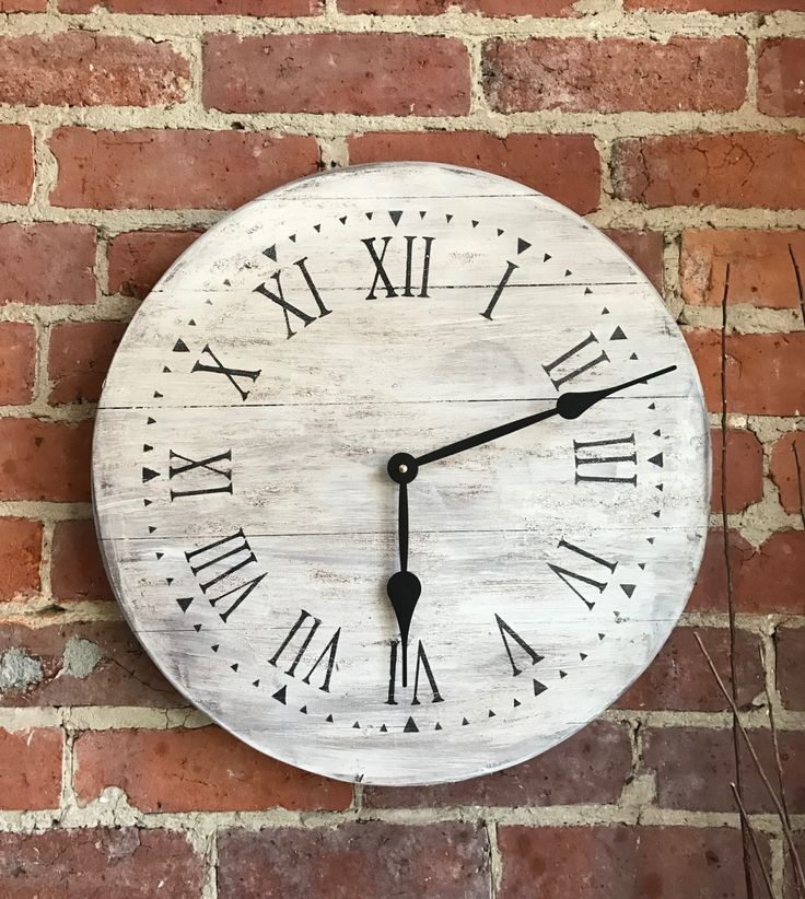 Hometalk DIY Fixer Upper Style Farmhouse Clock. An amazing 'How To' by Fusion Mineral Paint. | fusionmineralpaint.com