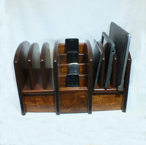Big Family Charging Station - Holds cell phones, tablets, and laptops, and organizes cords. Goal = Universal compatibility FCSB - MX - Mx