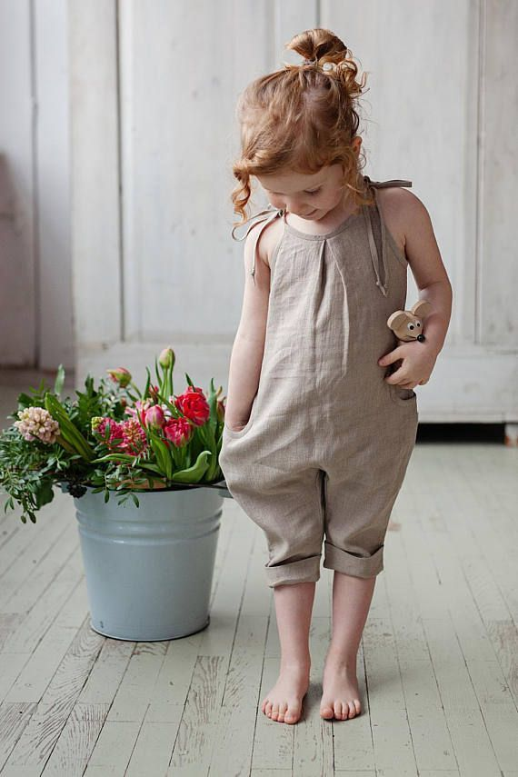Washed and soft linen jumpsuit for a simple and casual look. -H…
