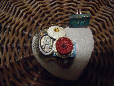 Casa Rosamunda  :    Resina, guscio d'uovo, bottoni, stoffa, pizzi, ...