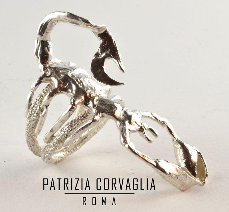 Oggi il sole entra in Scorpione. Caratteristiche dei nati sotto questo segno: serietà, determinazione e forte magnetismo. #patriziacorvagliagioielli #pattygioielli #glam #cool #nature #segnizodiacali #artistic #roma #rome #handmadeinitaly #scorpione  #creazione