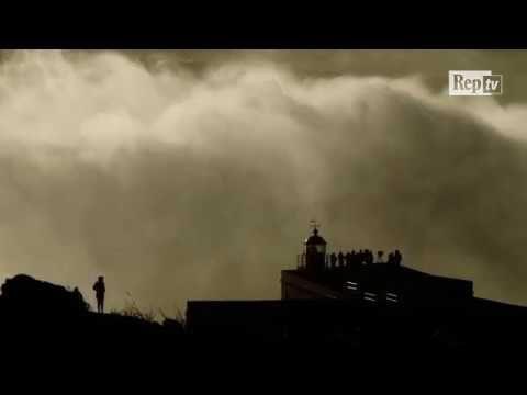 Portogallo, l'onda mostruosa da 35 metri a Nazaré. Potrebbe essere nuovo...
