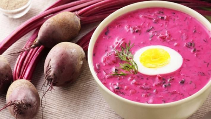 Холодный летний суп с яйцами и вареной свеклой