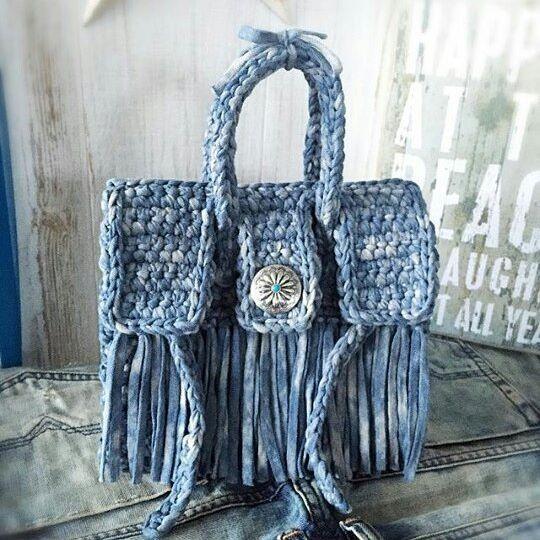 А вот какие сумочки получаются из тпряжи ручного окрашивания у наших иностранных коллег  На фото сумочка @ai.love.xoxo #трикотажнаяпряжа#тпряжа #шнурполиэфирный #яруками #лордис #пряжаекб #крючком#вяжу#вязание #спицами#вяжуспицами #вяжукрючком #сумкакрючком #вяжутнетолькобабушки #уютдома #стильнаяосень #екб #Екатеринбург #knit #knitting #crochet #crocheting #ekb #tyarn #яруками_екб #yarukami_ekb_стильнаяосень