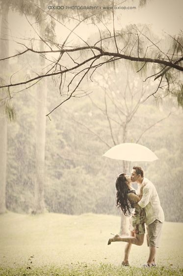 rainy engagement session!! this is what i want one day