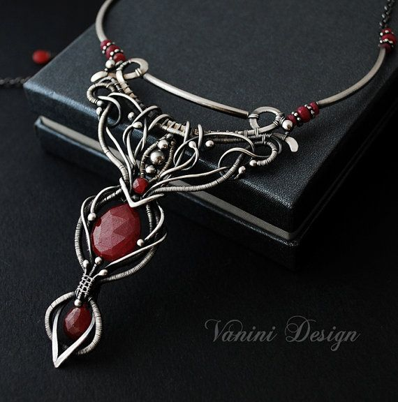 Catherine  Fine/Sterling silver and Ruby necklace por vanini
