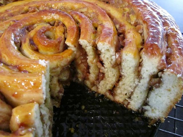 cinnamon roll style pecan coffee cake