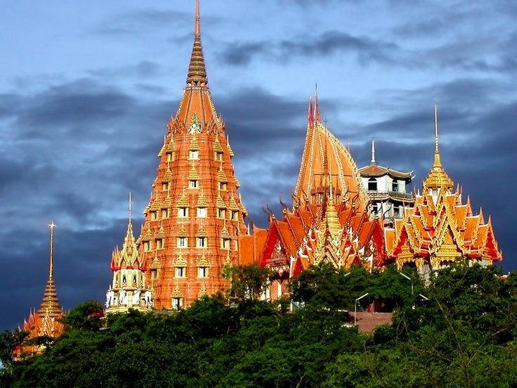 A symbol of co-existence in harmony, Thai and Chinese cultures - Wat tham Sua and Wat Tham Khao Noi