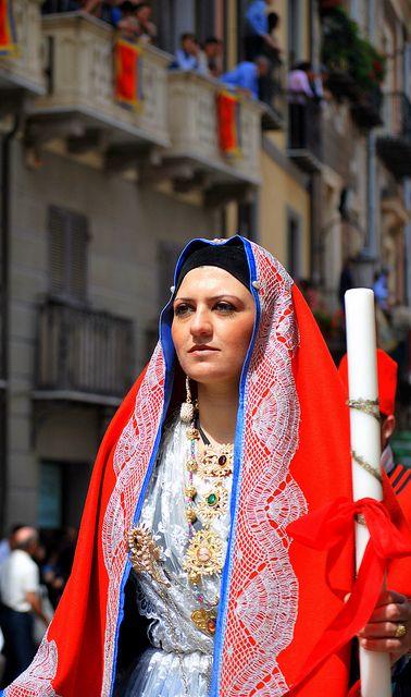 Sant'Efisio: costume tradizionale di Cagliari / Cagliari, traditional dress   by Bahia68 via Flickr #sardinia #sardegna