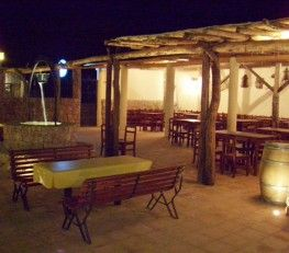 CI32306 - Cafayate - Pcia. de Salta. Tipo: Parque acuático + camping + restaurante Parque acuático + camping + restaurante + parrilla y patio cervecero + proyecto hotelero. El complejo es un predio de 3.800 Mts2 en los cuales coexisten un camping arbolado con plantación de pequeños viñedos, un parque acuático con el tobogán acuático más alto del norte de Argentina, un restaurante con terraza, vista a los viñedos, una parrilla semi cubierta con patio y mesas al aire libre.