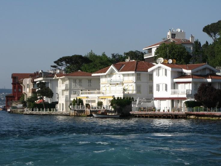 İşte İstanbul...  İşte Boğaz...  İşte Yalılar...