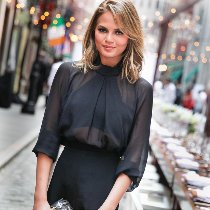 Model and foodie Chrissy Teigen is putting an end to sneaky photo editing on Instagram. In an interview with Meredith Viera on Friday, Teigen discussed her now-famous stretch mark photo and why she's never going to edit another image. The 29 year oldposted a photo to her Instagram account two weeks ago that showed some bruises she had gotten from bumping around in her kitchen as well as some stretch marks on her thighs.