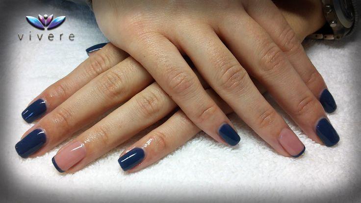 Ημιμόνιμο βερνίκι σε χρώμα μπλε Raf και nude με γαλλικό. #blue_RAF #nude #semipermanent #nails #manicure #vivere