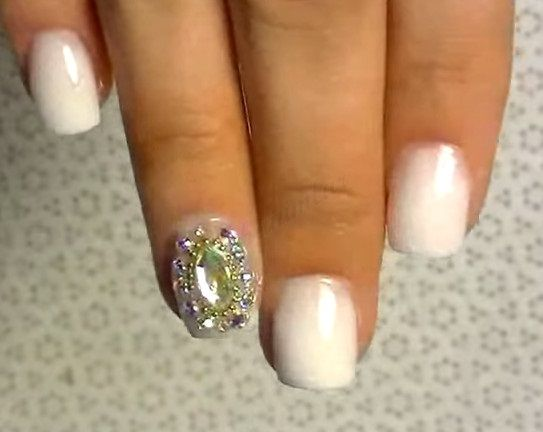 #nail #nails #nailart #tırnaklar #tırnakbakımı #naildlt #nailpolish #nailwedding #swarovski #weeding  Düğün İçin Kristalli Tırnak Tasarımı