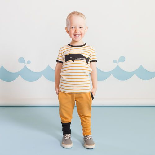 SNAP  junior housut, toffee | Raikas kesämallisto 2016 on nyt saatavilla. Tee tilaus NOSH vaatekutsuilla, edustajalta tai verkosta nosh.fi (This clothing collection is available only in Finland but you can shop these wonderful prints from our SS16 fabric collection at en.nosh.fi)