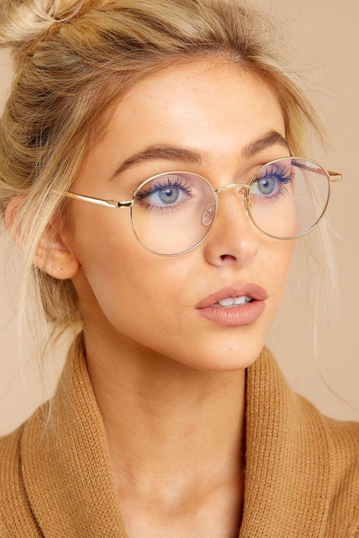 Brünette Mit Brille