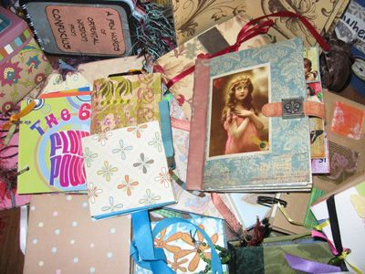 How to make many different types of mini scrapbooks. Will have to try this again with girls when I tutor them at school !