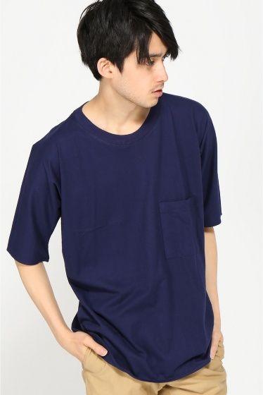 pyjamass AMERICAN LAX Tee  pyjamass AMERICAN LAX Tee 8100 PYJAMA CLOTHING/ピジャマクロージングのLAX HALF Tシャツ リラックス感のあるゆったりとしたシルエット 裾の丸みのあるカットが全体をすっきりと見せてくれます オーバーサイズでショーツ合わせや細身のチノパンなどの合わせなどおススメです PYJAMA CLOTHING/ピジャマクロージング 1908年ベルギー北部にて肌着メーカーとしてスタートしたファクトリーから端を発したブランドです 後に品質の高さが認められコレクションブランドのカットソー部門を請け負うなど実績を積み重ねます コットンの中でも特に高級素材とされるエジプト綿を使用し特殊な編み立てによってPyjama Clothing でしか味わえない 肌触りの良さを実現し 毎シーズン提案する型カラーは年齢を問わず様々なスタイル層に支持されています モデルサイズ:身長:180cm バスト:85cm ウェスト:70cm ヒップ:92cm 着用サイズ:38