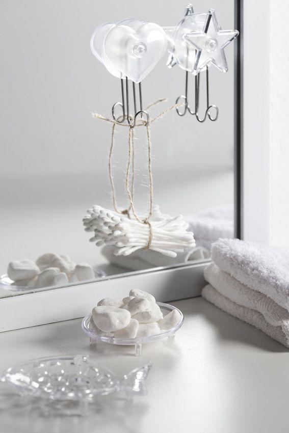 Los complementos transparentes son ideales para encajar en cualquier rincón de la casa #baño #cristal #metraquilato #decoración #muymucho #blanco